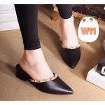 รองเท้าคัทชู เปิดส้น แต่งหมุดขอบเรียบเก๋ดูดี ทรงหัวแหลมดูเท้าเรียว หนังนิ่มอย่างดี ใส่สบาย แมทสวยได้ทุกชุด
