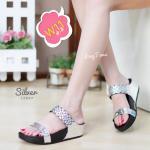 รองเท้าแตะแฟชั่น เพื่อสุขภาพ พื้นซอฟคอมฟอตนิ่มสไตล์ฟิตฟลอบ แบบสวม แต่งลายสไตล์อิซเซ่สวยเก๋ พื้นนิ่มเบา ใส่สบายมาก แมทเก๋ได้ทุก (L2897)
