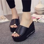 รองเท้าแฟชั่น ส้นเตารีด แบบสวมนิ้ว วัสดุหนัง PU นิ่ม แต่งอะไหล่สวยเก๋ ส้นสูง 3 นิ้ว น้ำหนักเบา เสริมหน้าเยอะใส่สบายมากๆ สีดำ ขาว