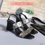 รองเท้าแฟชั่น ส้นสูง แบบสวม รัดส้น แต่งลายสไตลอิซเซ่สวยเก๋ ทรงสวยเก็บเท้า ส้นตัดสูงประมาณ 2.5 นิ้ว ใส่สบายมาก แมทสวยได้ทุก (G12-56)