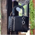 กระเป๋าแฟชั่น 8 นิ้ว สไตล์ดิออร์ แต่งหมุดและเพชรด้านข้างสวยหรูน่ารัก สายสะพายข้างถอดออกได้ ไซร์กระทัดรัด ถือหรือสะพายก็สวยดูดี (BP9982)