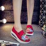 รองเท้าผ้าใบแฟชั่น เสริมส้น วัสดุผ้าใบแคนวาส งานนำเข้า สไตล์ยอดฮิต งานเนื้อดี ด้านบนเป็นลายปักดอกกุหลาบ โดดเด่นไม่ซ้ำใคร ส้นสูง 2 นิ้ว ใส่สบาย แมทสวยได้ทุกชุด
