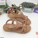 รองเท้าแตะแฟชั่น แบบสวม รัดส้น แต่งหมุดสีแมชกับรองเท้าสวยเก๋ รัดส้นยางยืดนิ่มกระชับเท้า พื้นนิ่ม ใส่สบาย แมทสวยได้ทุกชุด (K62332)