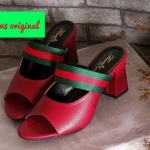 รองเท้าแฟชั่น ส้นเตารีด แต่งแถบสีคาดด้านหน้าสไตล์กุชชี่สวยเก๋ ทรงสวยเก็บเท้า ส้นตัดสูงประมาณ 2.5 นิ้ว แมทสวยได้ทุกชุด