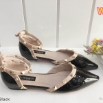 รองเท้าคัทชู ส้นแบน รัดข้อ หนังแก้วเงาแต่งหมุดขอบสไตล์วาเลนติโน ใส่สบาย แมทสวยได้ทุกชุด (K9018)