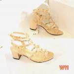 รองเท้าแฟชั่น ส้นสูง รัดข้อ แต่งหมุดสไตล์วาเลนติโนสวยเก๋ดูดี ทรงสวย ใส่สบาย ส้นตัดสูงประมาณ 2.5 นิ้ว แมทสวยได้ทุกชุด