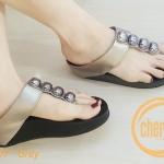รองเท้าแตะแฟชั่น แบบหนีบ แต่งอะไหล่กลมสวยเก๋ พื้นซอฟคอมฟอตนิ่มสไตล์ฟิตฟลอบ ใส่สบายมาก แมทสวยได้ทุกชุด (ND107)