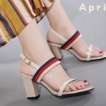 รองเท้าแฟชั่น รัดส้น ทรง Maxi วัสดุ PU งานเรียบหรูดูมีสไตล์ ด้านบนสายคาดสวยเก๋ ไม่ยืด สายคาดด้านหน้าแต่งพลาสติกใสกับ PU ง่ายต่อการสวมใส่ ด้านหลังเป็นตะขอเกี่ยว ส้นสูง 3 นิ้ว ใส่สบาย แมทสวยได้ทุกชุด (9123-7)