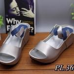 รองเท้าแฟชั่น แบบสวม ส้นเตารีด หนังตัดสีสวยเก๋ หนังนิ่ม ใส่สบาย ทรงสวย แมทสวยได้ทุกชุด