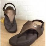 รองเท้าแตะแฟชั่น แบบหนีบ รัดส้น แต่งอะไหล่จรเข้เรียบเก๋ดูดี พื้นบุลายโซฟาหนานุ่ม ใส่สบายมาก แมทสวยได้ทุกชุด (YT102)