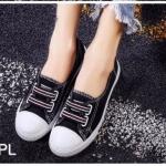 รองเท้าผ้าใบแฟชั่น ทรง slip on แต่งแถบยางสีด้านหน้า สไตล์ converse สวยเก๋ วัสดุอย่างดี ทรงสวย ใส่สบาย ใส่เที่ยว ออกกำลังกาย แมทสวยเท่ห์ได้ทุกชุด