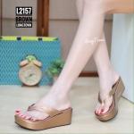 รองเท้าแฟชั่น แบบหนีบ ส้นมัฟฟิน แต่งขอบทองอะไหล่จรเข้สวยเรียบหรู ใส่สบาย แมทสวยได้ทุกชุด (L2157)