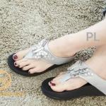 รองเท้าแตะแฟชั่น แบบหนีบ แต่งอะไหล่ผีเสื้อคลิสตัลสวยน่ารัก พื้นซอฟคอมฟอตนิ่มสไตล์ฟิตฟลอบ ใส่สบายมาก แมทสวยได้ทุกชุด (TA106)