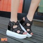 รองเท้าแฟชั่น แบบสวม รัดส้น ส้นเตารีด แต่งหนังกลิสเตอร์ ดีไซน์เก๋ ทรงสวยเก็บหน้าเท้า พื้น PU น้ำหนักเบา เสริมส้น 2 ระดับ เอาใจสาวไซส์เล็ก ให้โดดเด่นมั่นใจ ความสูงด้านหน้าประมาณ 2.5 ด้านหลัง 5 นิ้ว ใส่สบาย แมทสวยได้ทุกชุด