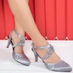 รองเท้าคัทชู ส้นสูง บุผ้าซาตินเงา สายไขว้หน้าแต่งอะไหล่สวยหรู ส้นสูงประมาณ 3 นิ้ว ใส่สบาย ทรงสวย แมทสวยได้ทุกชุด