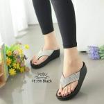 รองเท้าแตะแฟชั่น แบบหนีบ สวยหรู หนังนิ่มอย่างดีแต่งเพชรเป็นประกาย พื้นซอฟคอม ฟอตนิ่มสไตล์ฟิตฟลอบ ใส่สบาย แมทสวยได้ทุกวัน สูง 1.5 นิ้ว Black Brown Grey Black-A (TE396)