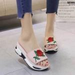 รองเท้าแฟชั่น ส้นมัฟฟิน งานนำเข้า วัสดุ PU ด้านบนแต่งลายปักกุหลาบ สวยหรูดูดี พื้น Pu นุ่ม สูงเล็กน้อย 5.5 cm ใส่สบาย แมทสวยได้ทุกชุด