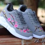 รองเท้าผ้าใบแฟชั่น ปักลายดอกไม้ด้านข้างสวยเก๋ สไตล์แบรนด์ วัสดุอย่างดี ทรงสวย ใส่สบาย ใส่เที่ยว ออกกำลังกาย แมทสวยเท่ห์ได้ทุกชุด