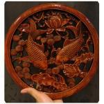 แผ่นไม้แกะศิลปะจีน-ลายปลาคาร์ฟคู่ 26.5 cm (ทำสี)