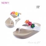 รองเท้าแตะเพื่อสุขภาพ หนีบโป้ง แต่งดอกไม้ [สีขาว ]