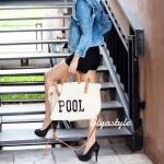 กระเป๋าผ้าแฟชั่น กระเป๋าสะพายข้างผู้หญิง สกรีนอักษร POOL ไซดใหญ่จุใจ [สีครีม]