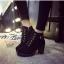 พร้อมส่ง รองเท้าบูทเกาหลีสีดำ หนังพียู ส้นตัน แฟชั่นเกาหลี [สีดำ ] thumbnail 4