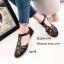 พร้อมส่ง รองเท้าส้นแบนสีดำ หุ้มส้น หนังนิ่มฉลุลาย แฟชั่นเกาหลี [สีดำ ] thumbnail 3