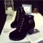 พร้อมส่ง รองเท้าบูทเกาหลีสีดำ หนังพียู ส้นตัน แฟชั่นเกาหลี [สีดำ ] thumbnail 2