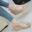 รองเท้าส้นเตารีดรัดส้น สายไขว้ กระชับเท้า [สีครีม ] thumbnail 1
