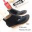 พร้อมส่ง รองเท้าหุ้มข้อสีน้ำสีดำ แฟชั่นแคชชวล ฉลุลาย แฟชั่นเกาหลี [สีดำ ] thumbnail 1