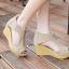 รองเท้าส้นเตารีดรัดส้น หุ้มข้อ แต่งซิป [สีครีม ] thumbnail 4