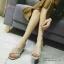 พร้อมส่ง รองเท้าส้นตันเปิดส้นสีครีม สายคาดไขว้ ผ้าสักหราด แฟชั่นเกาหลี [สีครีม ] thumbnail 2