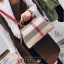 กระเป๋าถือ กระเป๋าสะพายข้างแฟชั่น นำเข้า Style Burberry [สีแดง ]
