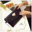 กระเป๋าถือ กระเป๋าคลัช หนังปั้มลายอย่างดี ดีไซน์โลหะสีทองประดับคริสตัลจิ้งจอก [สีดำ ] thumbnail 5