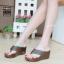 รองเท้าแตะส้นเตารีด แบบคีบ สไตล์ลำลอง พื้นนิ่มเวอร์ [สีน้ำตาล ] thumbnail 1